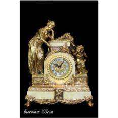Настольные часы с фигуркой женщины