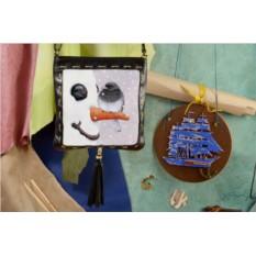 Женская сумка-планшет Птичка на снеговике