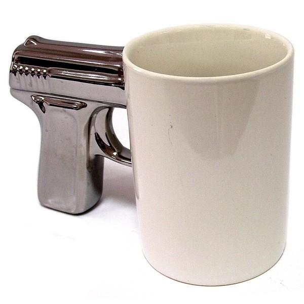Белая кружка-пистолет посеребренной ручкой