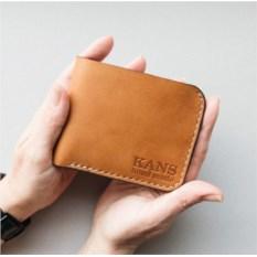 Бумажник оранжевого цвета из натуральной кожи