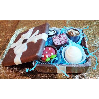Шоколадная шкатулка квадратная с конфетами