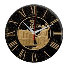 Черные круглые часы Санкт-Петербург. Эрмитаж