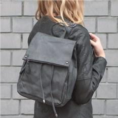 Черный рюкзак на кнопке