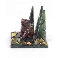 Сувенир из змеевика Мишка, сидящий в бору