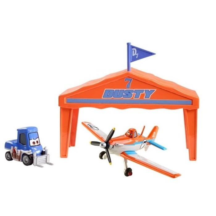 Самолет Mattel Planes, в ангаре
