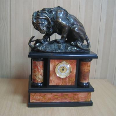 Часы каминные Лев со змеей