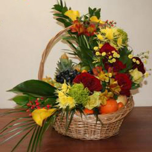 Корзина с фруктами и цветами «Моему Кумиру»
