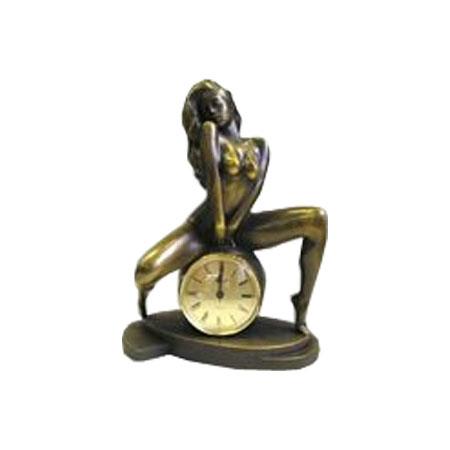 Часы «Девушка на шаре»