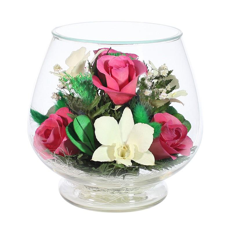 Композиция цветов из красных роз и орхидей