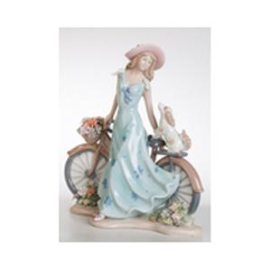 Фарфоровая статуэтка «Девушка на велосипеде»