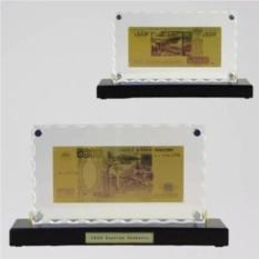 Картина с банкнотой 5000р. на деревянной подставке