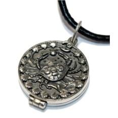 Серебряный открывающийся медальон Рак