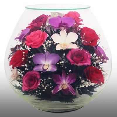 Композиция из орхидей и роз
