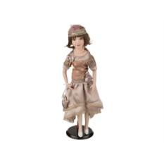 Фарфоровая кукла в кремовом платье, высота 45 см