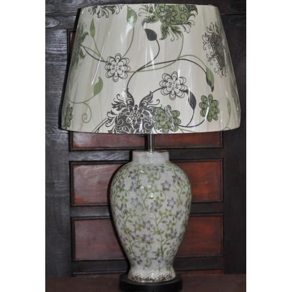 Белая настольная лампа с абажуром коллекции White