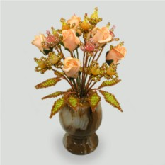Цветы из агата и халцедона в вазочке из оникса