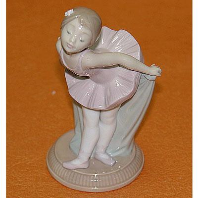 Статуэтка «Балетное приветствие»