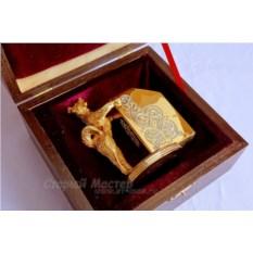 Подставка из золота и никеля для визиток «Собака»
