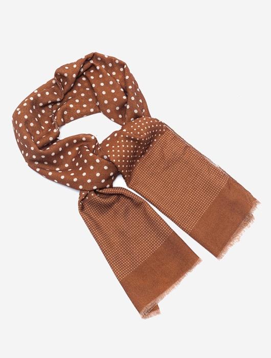 Коричневый шарф в белый горох