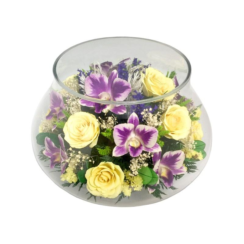 Композиция из желтых роз и орхидей в стекле