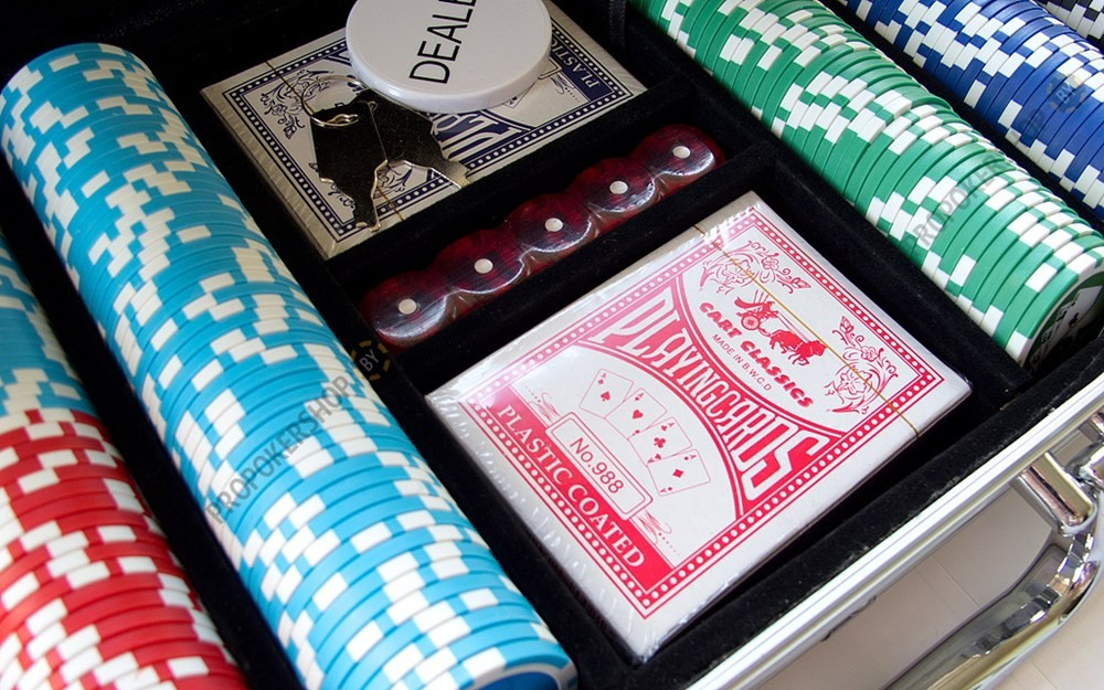 Набор для покера NUTS+ на 500 фишек Premium