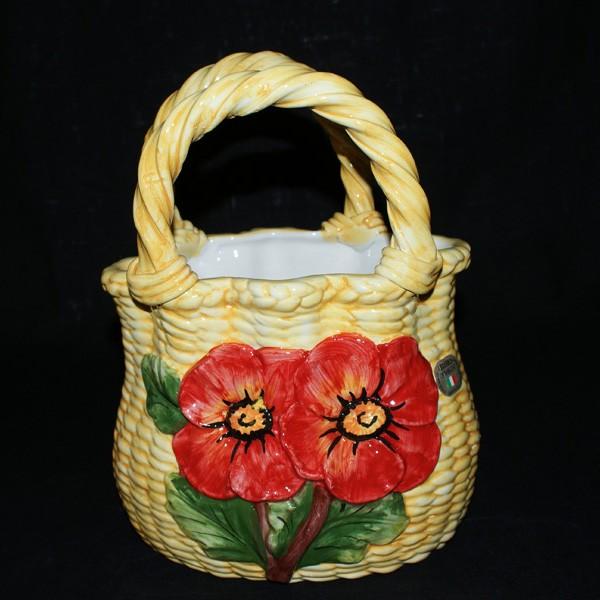Сумочка-корзина, декорированная маками