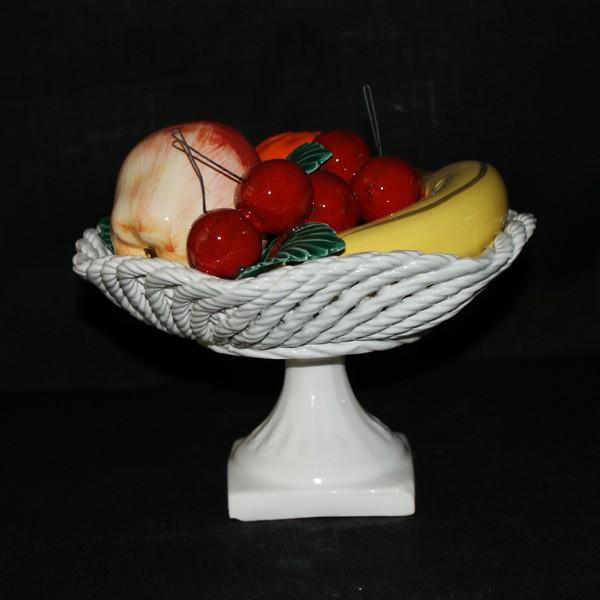 Ваза с фруктами и вишнями