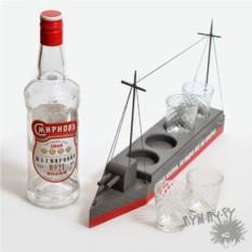Сувенирный корабль Броня крепка, но водка все же крепче
