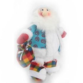 Игрушечный Дед мороз в кедах на снежинке