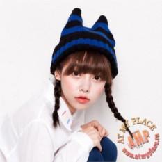 Черно-синяя полосатая шапка с рожками