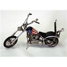 Цветная модель мотоцикла из железа