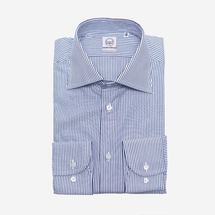 Белая рубашка в синюю полоску с перламутровыми пуговицами