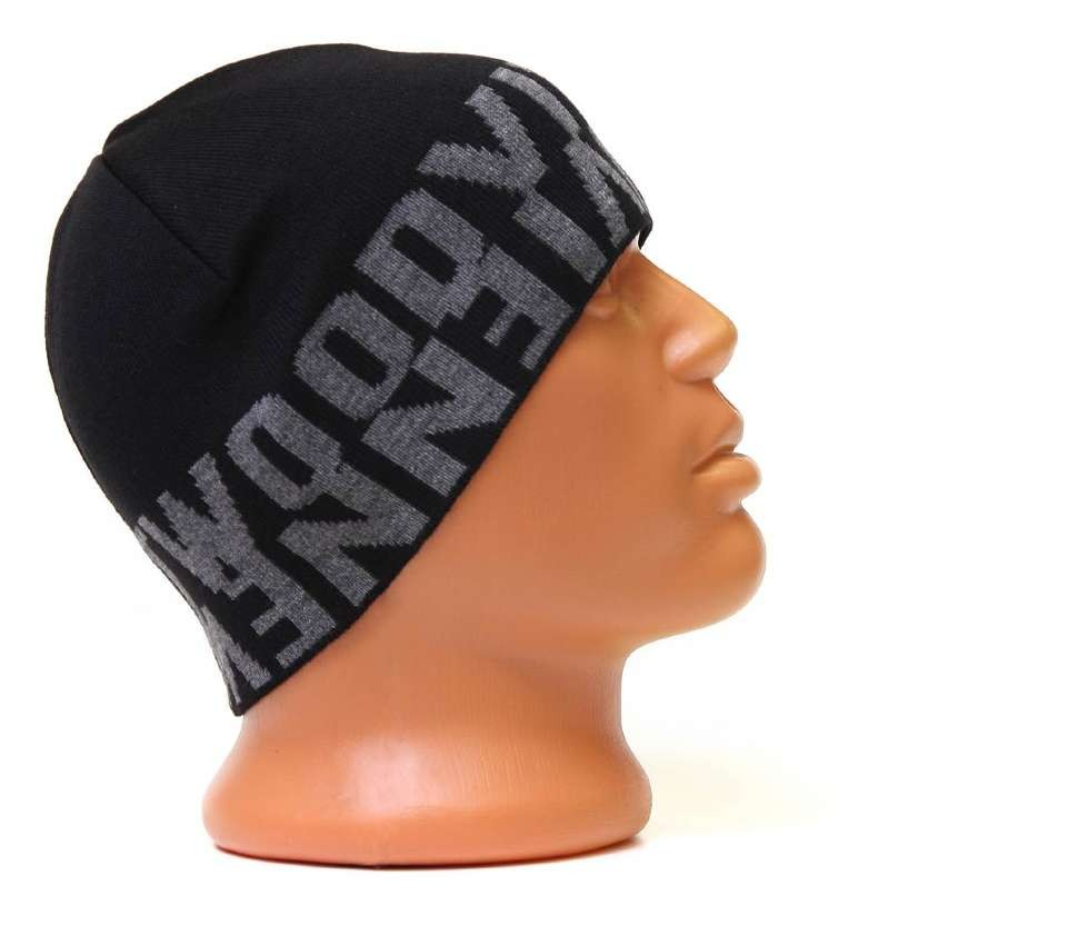 Черная шапка с серыми логотипами Vivienne Westwood