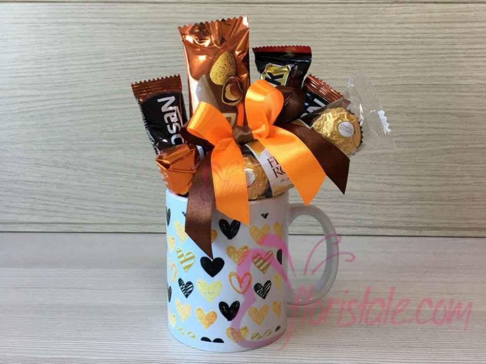 Чашка с конфетами и кофе Золотые сердца
