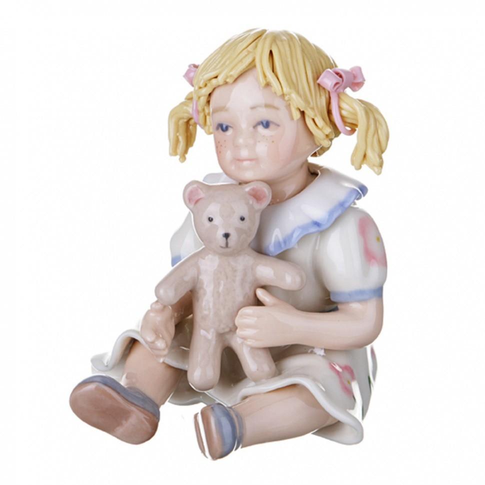 Статуэтка Девочка с игрушкой Porcelain Manufacturing