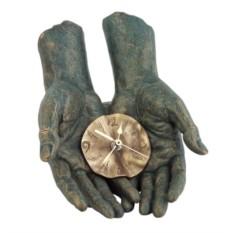 Скульптура «Время в твоих руках»