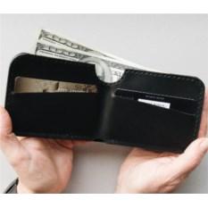 Бумажник черного цвета из натуральной кожи