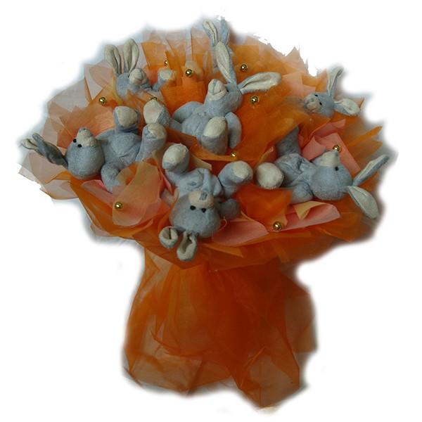 Букет из игрушек Бежевые кролики