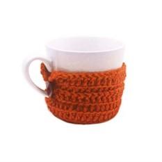 Кружка с вязаным оранжевым чехлом
