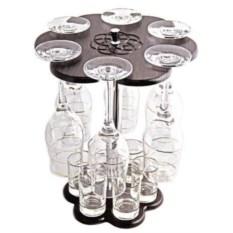 Мини-бар с бокалами для шампанского и рюмками