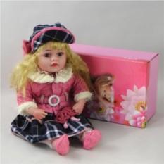 Декоративная виниловая кукла в клетчатой юбке