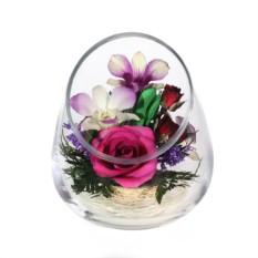 Цветы в стекле: композиция из натуральных роз и орхидей