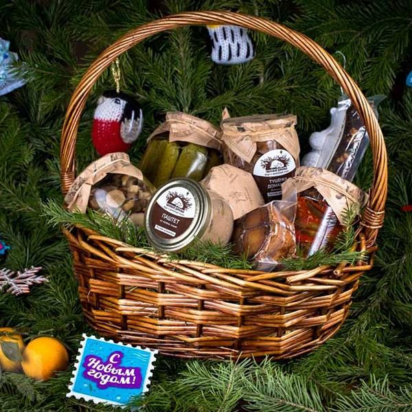Новогодняя подарочная корзина «Бабушкины соленья»