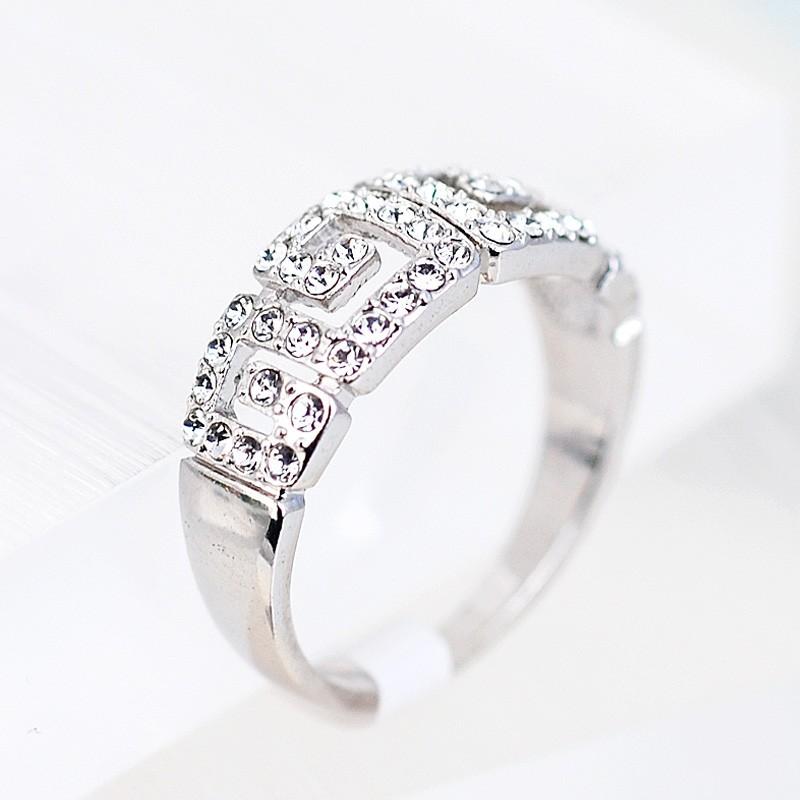 Кольцо с австрийскими кристаллами Греческие мотивы