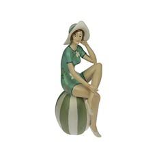 Статуэтка Девушка на пляже. На мяче