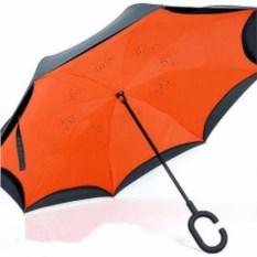 Оранжевый зонт-наоборот с бабочками