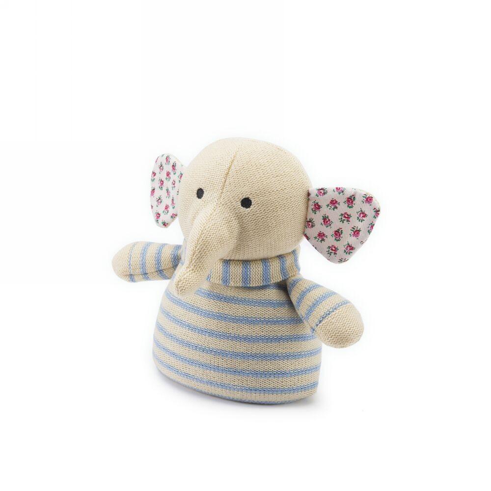Вязаная игрушка-грелка Слоник