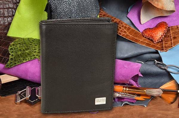Чёрное портмоне из коллекции Mano