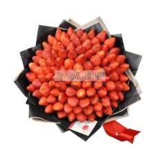 Букет из ягод Lux strawberry из 101 клубники