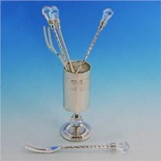 Серебряные вилки в стаканчике